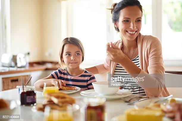Groß Tagen beginnen Sie mit der Familie Frühstück