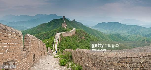 中国の万里の長城 green hills watchtowers battlements 金山嶺パノラマ