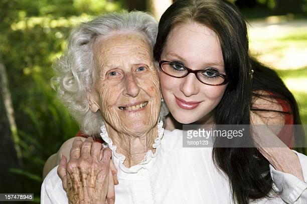 素晴らしい-祖母と孫娘ます。多世代に関係します。