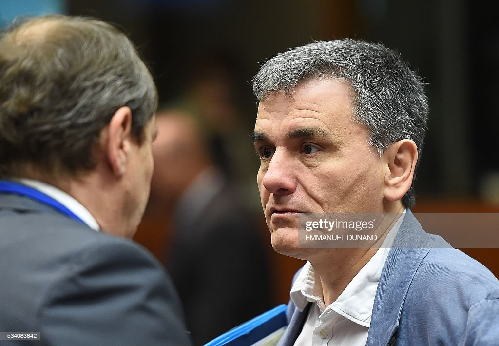 Greece's Finance Minister Euclid Tsakalotos (R) attends an Economic and Financial (ECOFIN) Affairs Council meeting at the European Council, in Brussels, on May 25, 2016. / AFP / EMMANUEL
