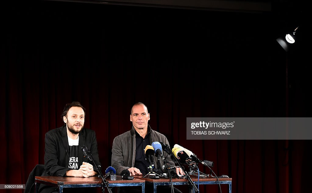 Greek former Finance Minister Yanis Varoufakis (R) and Croatian author Srecko Horvat address a news confernce on the official launch of the Democracy in Europe Movement (DiEM) in the Red Saloon, Volksbuehne Theater, in Berlin, on February 9, 2016. / AFP / TOBIAS SCHWARZ