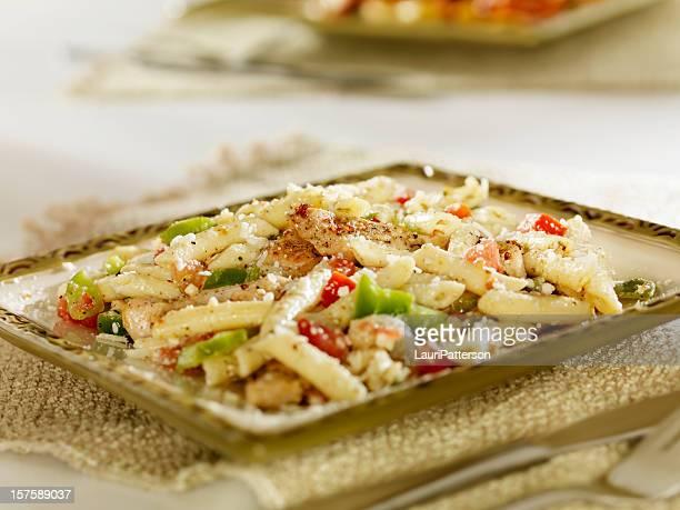 Griechischer Salat mit Hähnchen vom Grill, Pasta