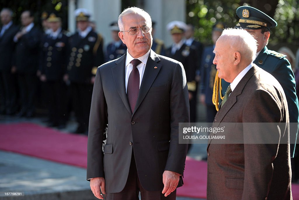 Greek President Carolos Papoulias and his Lebanese counterpart Michel Sleiman (L) inspect the presidental guard during an official welcoming ceremony outside the presidental palace in Athens on December 6, 2012. Lebanese president begun a three-day official visit to Greece for talks with political and business leaders. AFP PHOTO / LOUISA GOULIAMAKI
