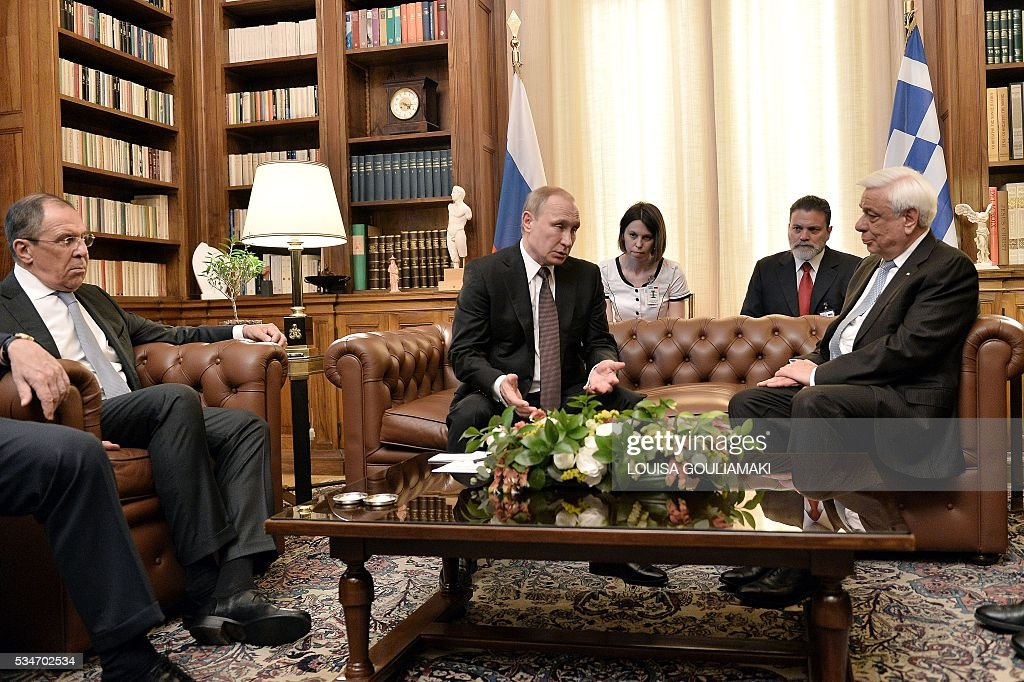 Greek President Prokopis Pavlopoulos (R) meets Russian President Vladimir Putin during a meeting at the Presidential Palace on May 27, 2016, in Athens. The visit -- Putin's first to the EU since December -- comes as the bloc's leaders are to discuss next month whether to renew sanctions on Russia's banking, defence and energy sectors that expire in July. / AFP / LOUISA