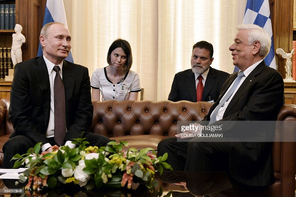 Greek President Prokopis Pavlopoulos (R) meets Russian President Vladimir Putin during a meeting at the Presidential Palace on May 27, 2016, in Athens. The visit -- Putin's first to the EU since December -- comes as the bloc's leaders are to discuss next month whether to renew sanctions on Russia's banking, defence and energy sectors that expire in July. / AFP / POOL / LOUISA
