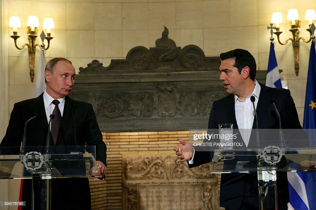 Greek Prime Minister Alexis Tsipras (R) and President of the Russian Federation Vladimir Putin give a joint press conference after their meeting in Athens on May 27, 2016. The visit -- Putin's first to the EU since December -- comes as the bloc's leaders are to discuss next month whether to renew sanctions on Russia's banking, defence and energy sectors that expire in July. / AFP / POOL / ORESTIS