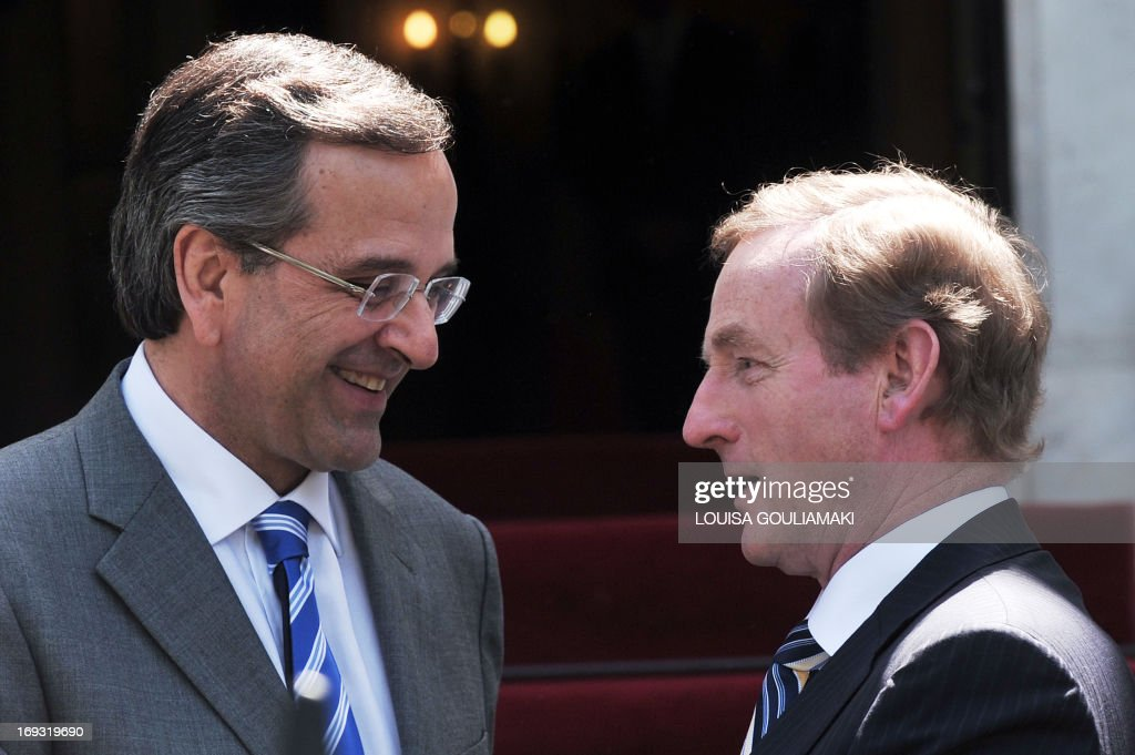 Greek Prime Minister Antonis Samaras (L) welcomes his Irish counterpart, Enda Kenny, whose country has received an international bailout, prior to their talks in Athens as part of a working visit on May 23, 2013. AFP PHOTO/LOUISA GOULIAMAKI