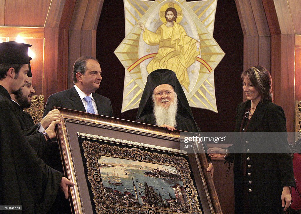 Greek prime minister Costas Karamanlis (2nd-L), his wife Natasha Karamanlis (R) and Greek Orthodox Ecumenical patriarch Bartholemew I (2nd-R) pose with a picture after the welcome ceremony at the patriarch building in Istanbul, 24 January 2008. Turkey and Greece pledged today to build on a spectacular thaw in their once-stormy bilateral ties, but at the same time they exposed their differences on how to resolve long-standing contentious issues such as sovereignty in the Aegean Sea.