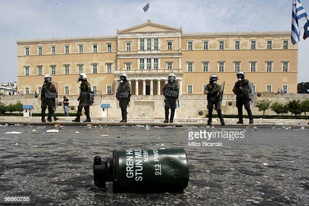 Greek riot police stand guard at Greece's parliament buildings on May 5 2010 in Athens Greece Three people have died after protesters set fire to the...