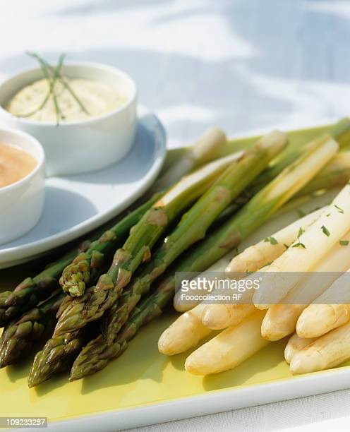 Green and white asparagus in tray, close-up