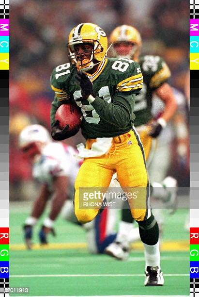 Green Bay Packers kick returner Desmond Howard runs a kickoff back 99 yards for a touchdown 26 January during third quarter action in Super Bowl XXXI...