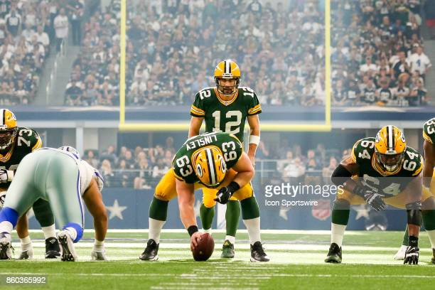 Green Bay Packers quarterback Aaron Rodgers waits in the shotgun for center Corey Linsley to snap the ball during the football game between the Green...