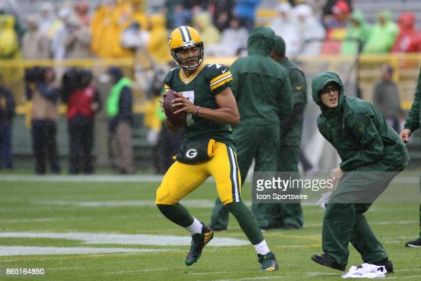 Green Bay Packers quarterback Brett Hundley warms up prior to his first career NFL start during a game between the Green Bay Packers and the New...