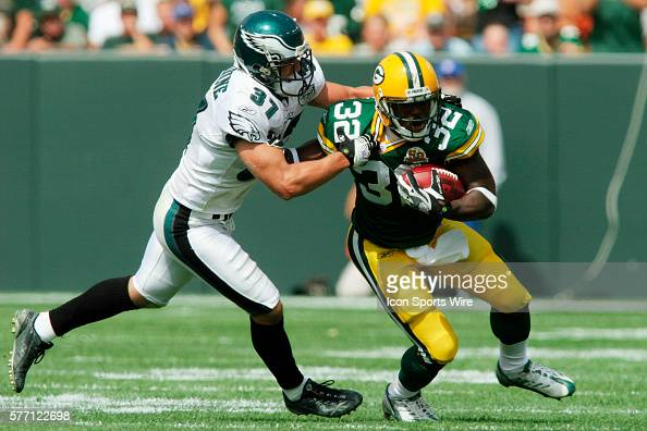 Green Bay Packers running back Brandon Jackson is stopped by Philadelphia Eagles safety Sean Considine on a 13 yard pass play in the second quarter...