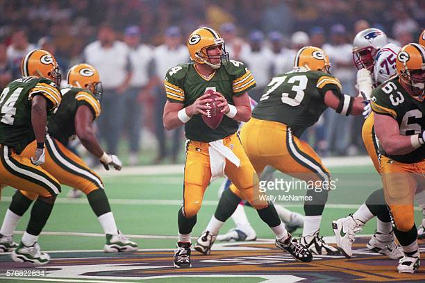 Green Bay Quarterback Brett Favre prepares to throw the football during Super Bowl XXXI The Packers defeated the Patriots 3521