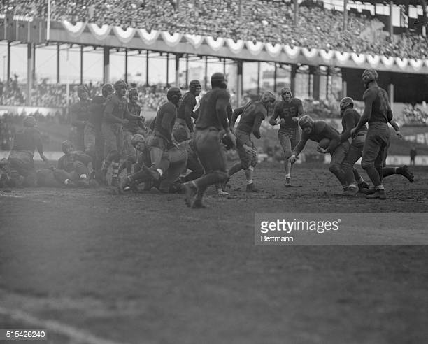 Green Bay triumphed over the Boston Redskins here today by score of 21 to 6 and this won the Professional Gridiron title In this scene for the game...