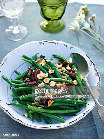 Green beans and hazelnut salad