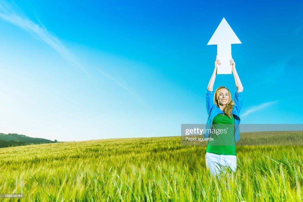 Verde ecologia: Ragazza rivolta verso l'alto : Foto stock
