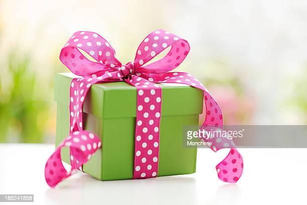 Grüne Geschenkbox mit Rosa Schleife