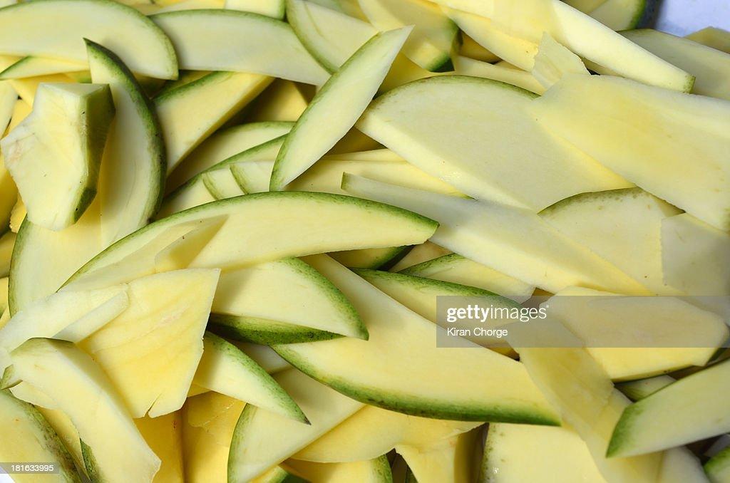 Green mango slices