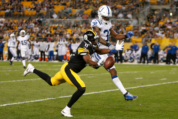 1fa21e351 ... T-Shirt Indianapolis Colts v Pittsburgh Steelers Jim Brown-US  PRESSWIRE. Justin Hunter .
