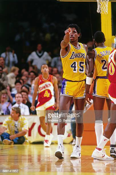 C Green of the Los Angeles Lakers looks on against the Atlanta Hawks during a game circa 1988 at The Forum in Los Angeles California NOTE TO USER...