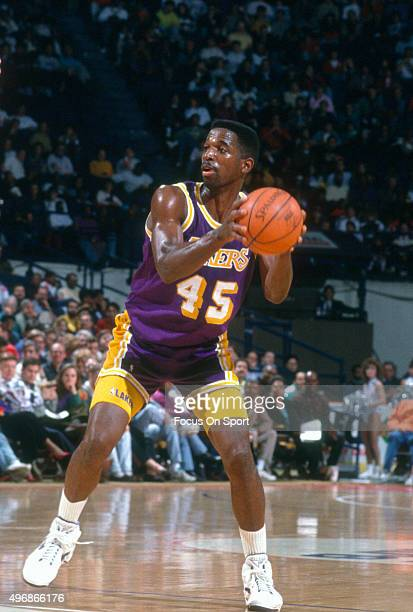 C Green of the Los Angeles Lakers looks to pass the ball against the Washington Bullets during an NBA basketball game circa 1992 at the Capital...