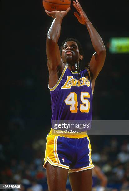 C Green of the Los Angeles Lakers shoots a free throw against the Washington Bullets during an NBA basketball game circa 1986 at the Capital Centre...