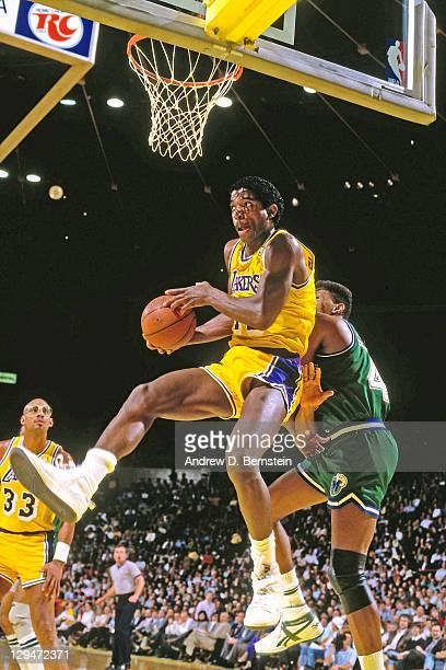 Green of the Los Angeles Lakers shoots against the Dallas Mavericks circa 1987 at the Great Western Forum in Inglewood California NOTE TO USER User...