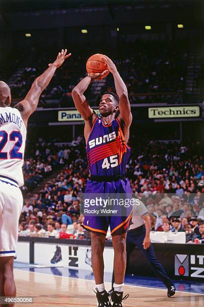 Green of the Phoenix Suns shoots against the Sacramento Kings circa 1993 at Arco Arena in Sacramento California NOTE TO USER User expressly...