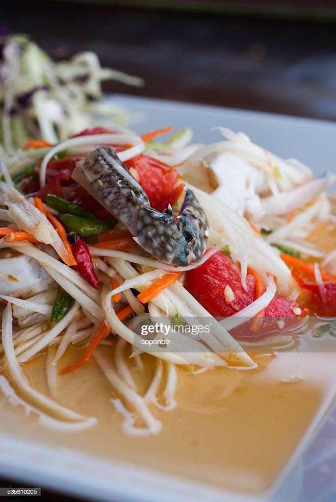 papaya ensalada verde sobre la mesa : Foto de stock