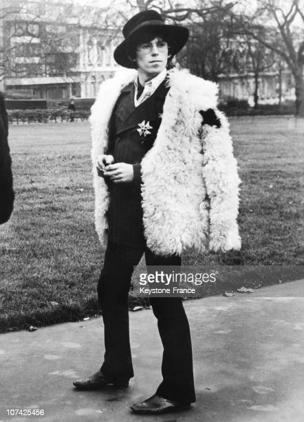 Green Park Keith Richard With Slough Hat And Shepherd Jacket At Londres In England On January 16Th 1967