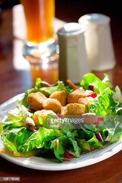 グリーンサラダの昼食
