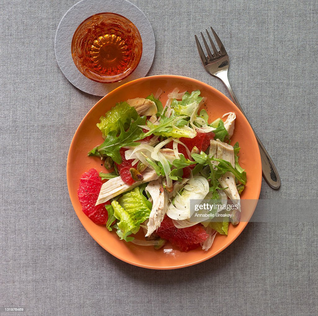 Green Salad with Chicken and Pink Grapefruit : Stock Photo