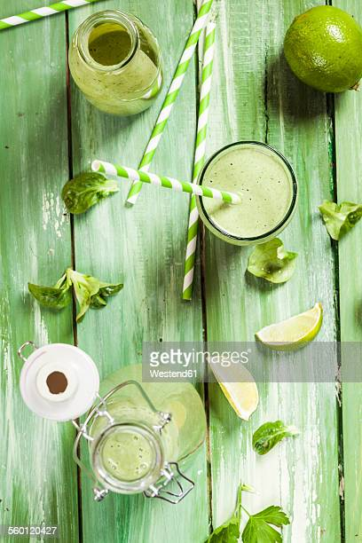 Green smoothie with lambs lettuce, parsley, limes and banana