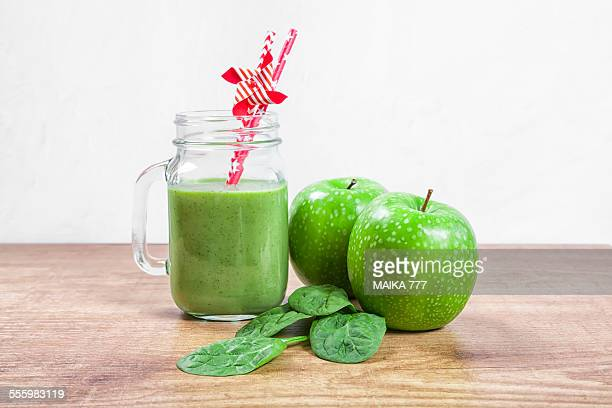 Green smoothie with spinach and apple
