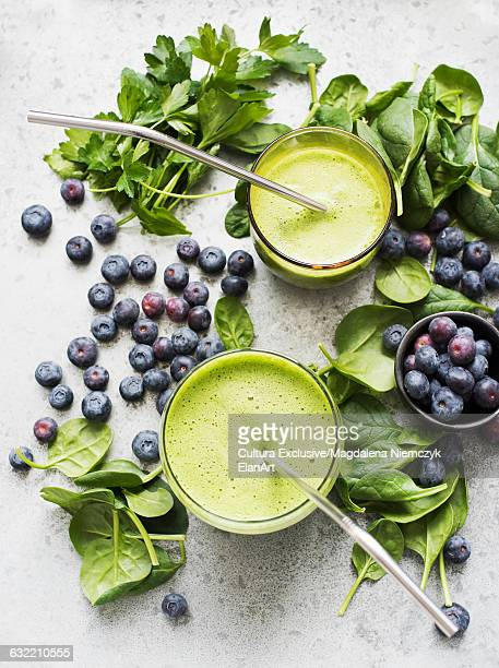 Green smoothie with spinach, parsley and blueberries