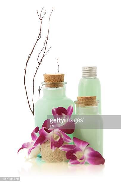 Grüne Seife Flaschen und Blumen