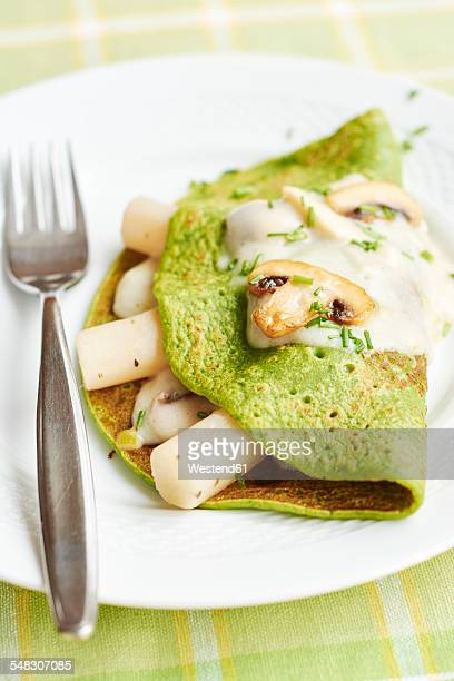 Green spinach mushroom salsify crepes