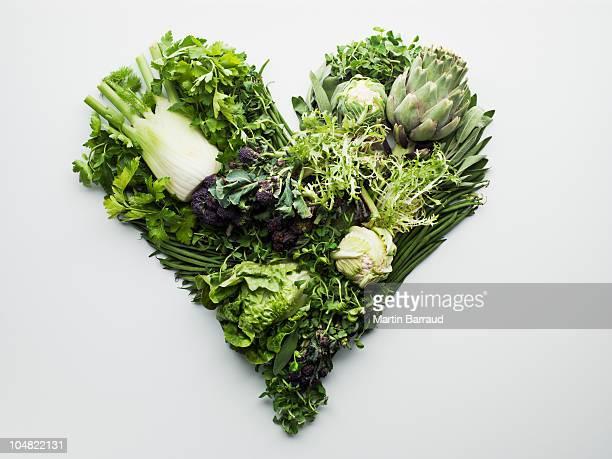 Vert légumes formant en forme de cœur