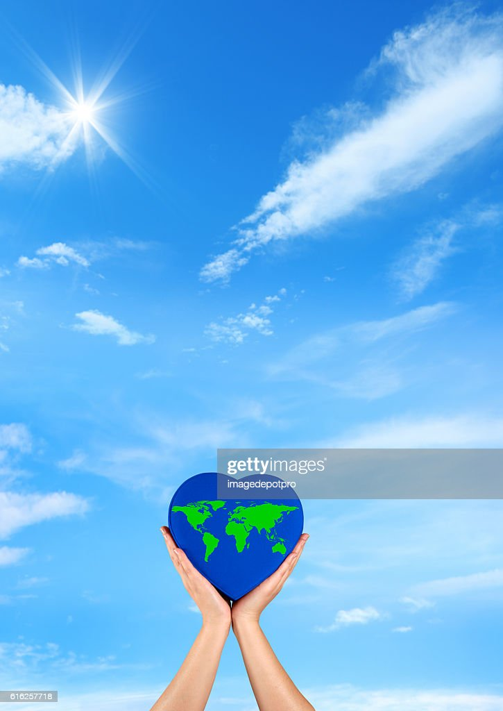green wold on blue heart : Foto de stock