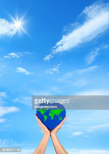 green wold on blue heart : Foto de stock