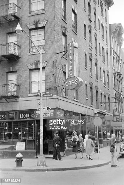 Greenwich Village In New York EtatsUnis NewYork juin 1961 Greenwich Village est un quartier résidentiel situé au sudouest de Manhattan connu pour ses...