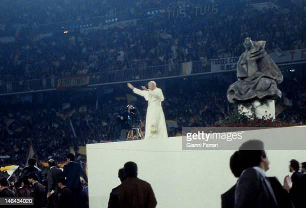 Greeting of the Pope John Paul II to the College at the Stadium 'Santiago Bernabeu' Third November 1982 Madrid Spain