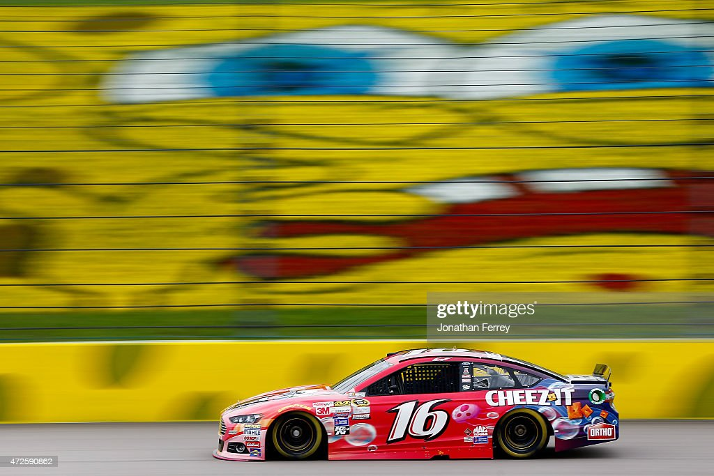 <a gi-track='captionPersonalityLinkClicked' href=/galleries/search?phrase=Greg+Biffle&family=editorial&specificpeople=209093 ng-click='$event.stopPropagation()'>Greg Biffle</a>, driver of the #16 Cheez-It/SpongeBob SquarePants Ford, practices for the NASCAR Sprint Cup Series SpongeBob SquarePants 400 at Kansas Speedway on May 8, 2015 in Kansas City, Kansas.