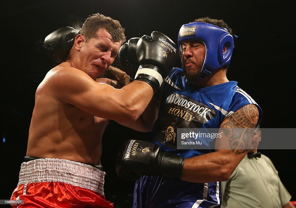 Greg Bird (L) and <a gi-track='captionPersonalityLinkClicked' href=/galleries/search?phrase=Rene+Ranger&family=editorial&specificpeople=1175061 ng-click='$event.stopPropagation()'>Rene Ranger</a> in action during the bout between Greg Bird and <a gi-track='captionPersonalityLinkClicked' href=/galleries/search?phrase=Rene+Ranger&family=editorial&specificpeople=1175061 ng-click='$event.stopPropagation()'>Rene Ranger</a> during the 2012 Fight for Life at Trusts Stadium on December 15, 2012 in Auckland, New Zealand.