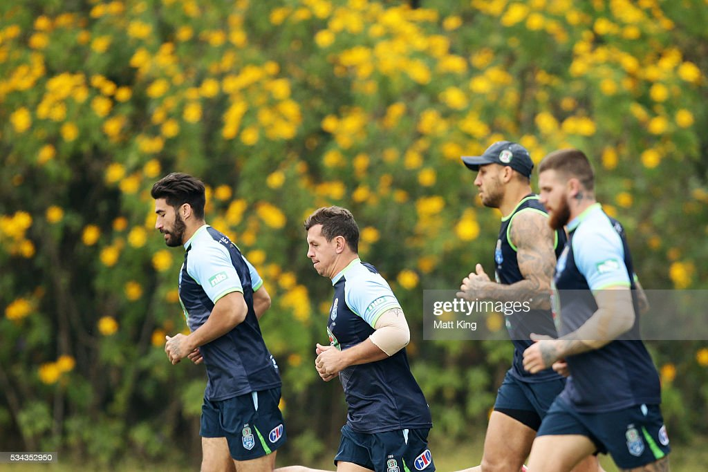<a gi-track='captionPersonalityLinkClicked' href=/galleries/search?phrase=Greg+Bird+-+Rugbyer&family=editorial&specificpeople=14983686 ng-click='$event.stopPropagation()'>Greg Bird</a> (C) of the Blues runs with team mates during a New South Wales State of Origin media opportunity on May 26, 2016 in Coffs Harbour, Australia.