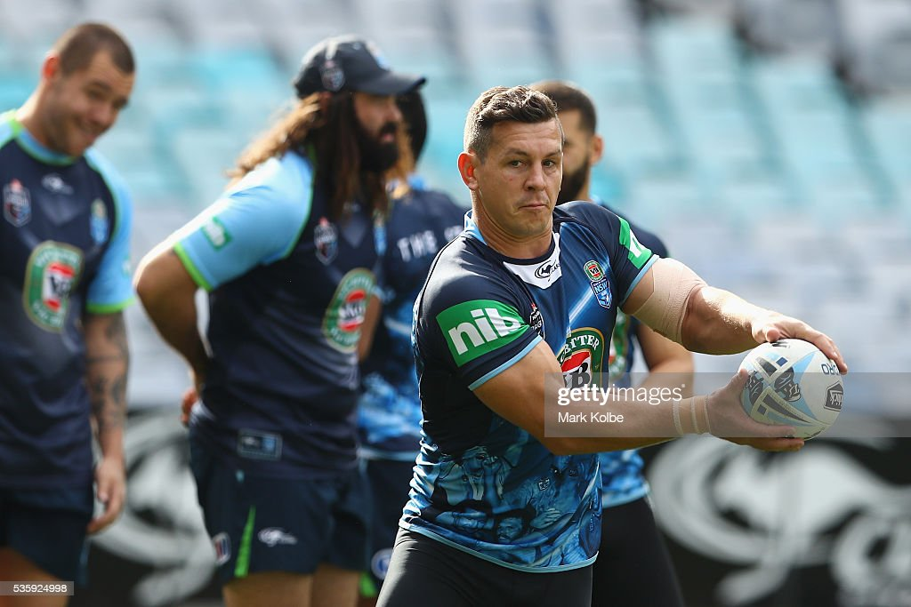 <a gi-track='captionPersonalityLinkClicked' href=/galleries/search?phrase=Greg+Bird+-+Rugby+Player&family=editorial&specificpeople=14983686 ng-click='$event.stopPropagation()'>Greg Bird</a> passes during the New South Wales State of Origin captain's run at ANZ Stadium on May 31, 2016 in Sydney, Australia.