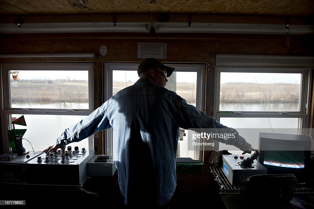 Greg Heuman moves a barge along the loading dock on the Kaskaskia River, a tributary of the Mississippi River, at Gateway FS in Evansville, Illinois, U.S., on Wednesday, Dec. 5, 2012. U.S. farmers, facing aftershocks of the worst drought in 50 years, are improvising alternative plans for corn, soybeans and other grains that won't be moving to world markets as the Mississippi River dries up. Photographer: Daniel Acker/Bloomberg via Getty Images