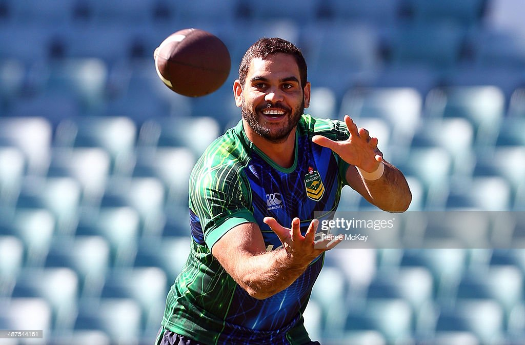 <a gi-track='captionPersonalityLinkClicked' href=/galleries/search?phrase=Greg+Inglis&family=editorial&specificpeople=597192 ng-click='$event.stopPropagation()'>Greg Inglis</a> catches the ball during an Australian Kangaroos Captain's Run at Allianz Stadium on May 1, 2014 in Sydney, Australia.